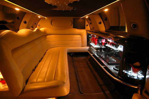 8 Person Lincoln Limo Service Huntington Beach