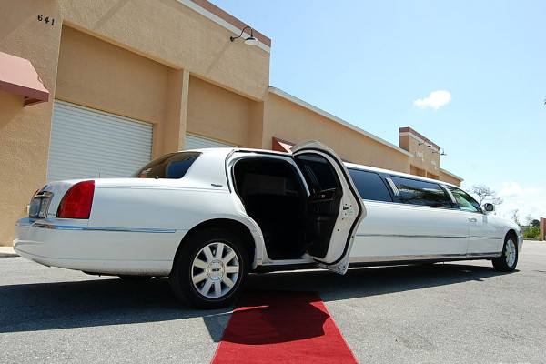 8 Person Lincoln Stretch Limo Huntington Beach